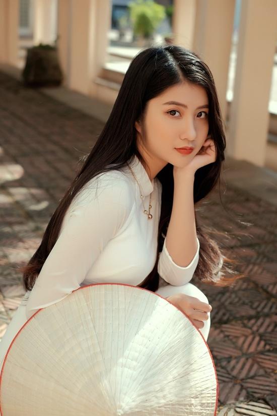 """Nữ sinh Ninh Bình diện áo dài trắng đẹp tựa tiểu tiên nữ, biết bao chàng phải """"đổ gục"""" - Ảnh 2"""