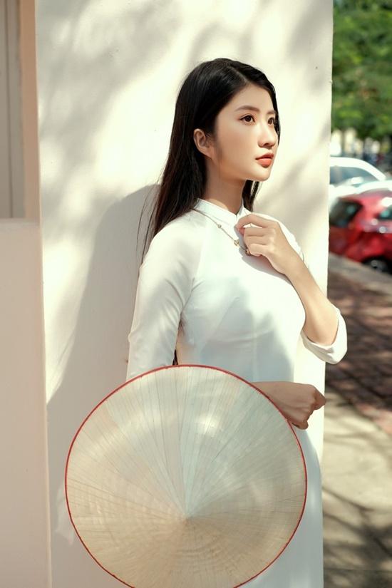 """Nữ sinh Ninh Bình diện áo dài trắng đẹp tựa tiểu tiên nữ, biết bao chàng phải """"đổ gục"""" - Ảnh 3"""