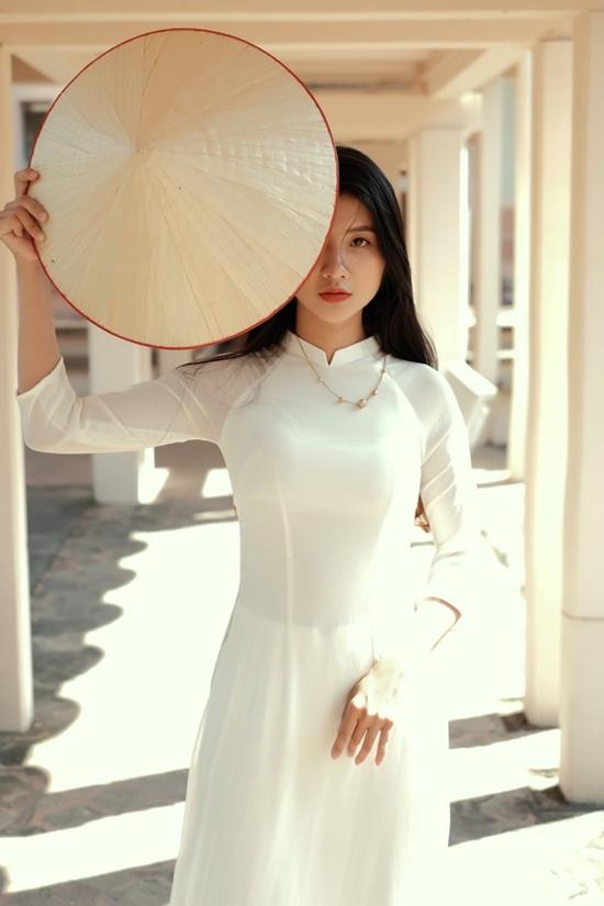 """Nữ sinh Ninh Bình diện áo dài trắng đẹp tựa tiểu tiên nữ, biết bao chàng phải """"đổ gục"""" - Ảnh 4"""