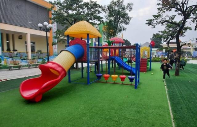 Vụ bé gái 4 tuổi nhập viện sau giờ học ngoài trời: Sở GD&ĐT Hà Nội chỉ đạo xử lý - Ảnh 1