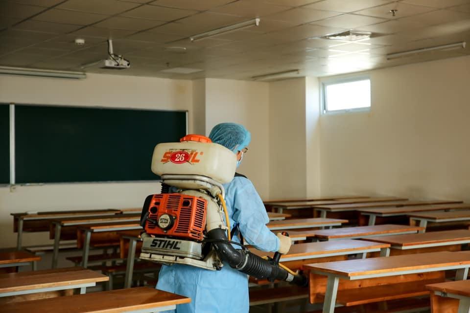 TP.HCM: Hàng nghìn học sinh, sinh viên trở lại trường sau thời gian nghỉ phòng dịch COVID-19 - Ảnh 1