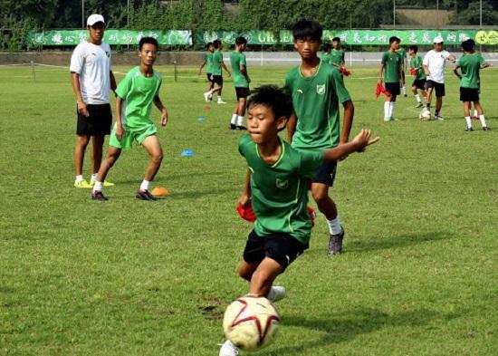 Cầu thủ Trung Quốc đầu tiên dương tính với virus corona - Ảnh 1