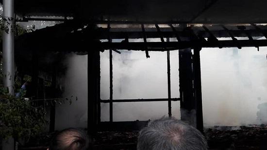 """""""Bà hỏa"""" bất ngờ ghé thăm căn nhà gỗ 3 gian, hàng trăm người tham gia chữa cháy - Ảnh 3"""