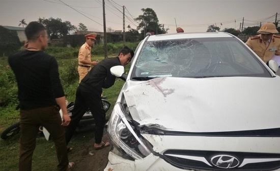 Vụ xe máy bị ô tô kéo lê 300m: Thêm một nạn nhân tử vong - Ảnh 1