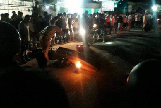 Hai xe máy va chạm kinh hoàng trong đêm, 3 người thương vong - Ảnh 1