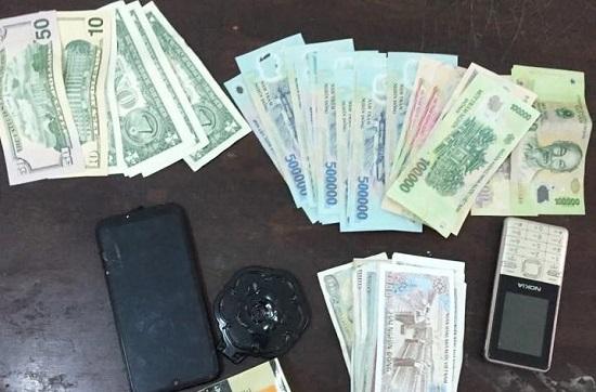 Hai thanh niên chuyên cướp giật của du khách nước ngoài sa lưới - Ảnh 2