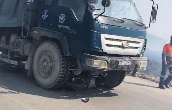 Xe tải lấn làn gây tai nạn khiến 2 cháu nhỏ tử vong thương tâm - Ảnh 1