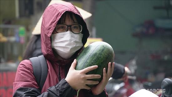 """Người dân Hà Nội chung tay """"giải cứu"""" dưa hấu bị ảnh hưởng vì virus corona - Ảnh 9"""