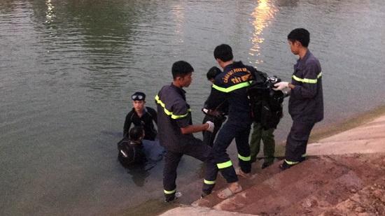 Tìm thấy thi thể người đàn ông chạy xe máy lao xuống kênh tử vong - Ảnh 1