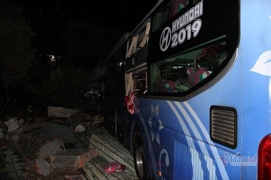 Xe khách tông trực diện xe tải lúc rạng sáng, 1 người tử vong - Ảnh 3