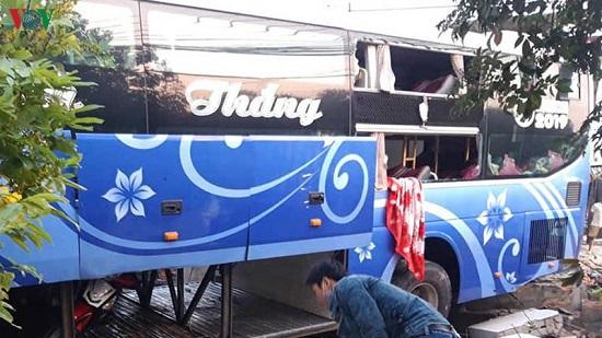 Xe khách tông trực diện xe tải lúc rạng sáng, 1 người tử vong - Ảnh 5