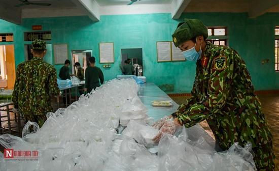 Lạng Sơn: Nhộn nhịp căn bếp ấm tình quân dân tại trại cách ly - Ảnh 13