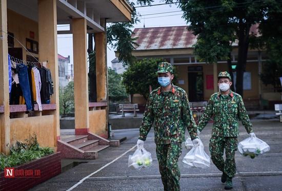 Lạng Sơn: Nhộn nhịp căn bếp ấm tình quân dân tại trại cách ly - Ảnh 15