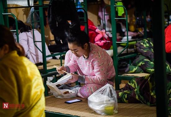 Lạng Sơn: Nhộn nhịp căn bếp ấm tình quân dân tại trại cách ly - Ảnh 17
