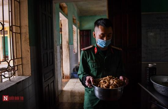 Lạng Sơn: Nhộn nhịp căn bếp ấm tình quân dân tại trại cách ly - Ảnh 4