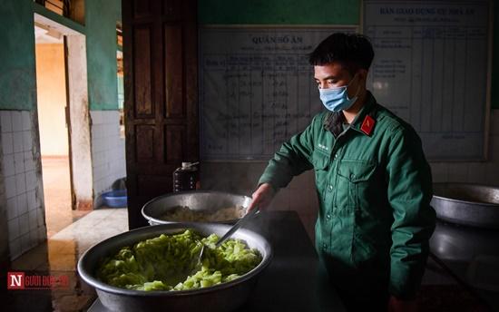 Lạng Sơn: Nhộn nhịp căn bếp ấm tình quân dân tại trại cách ly - Ảnh 5