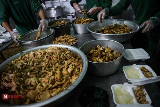Lạng Sơn: Nhộn nhịp căn bếp ấm tình quân dân tại trại cách ly - Ảnh 7