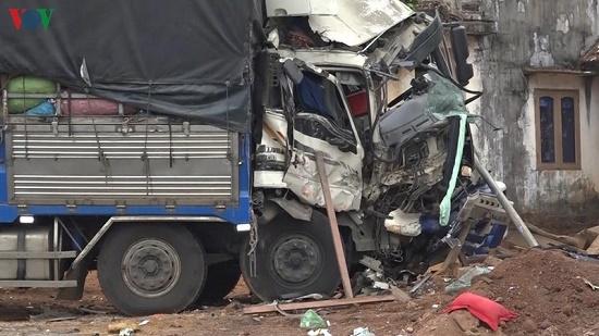 Tin tai nạn giao thông mới nhất ngày 11/3/2020: Công nhân sửa đường bị xe đầu kéo tông tử vong - Ảnh 2
