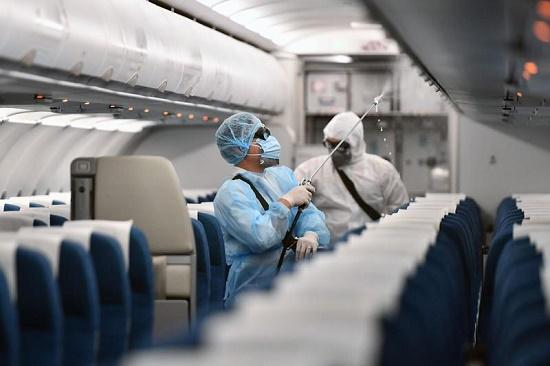 Việt Nam ghi nhận bệnh nhân thứ 32 nhiễm Covid-19, trở về từ Anh bằng máy bay riêng - Ảnh 1