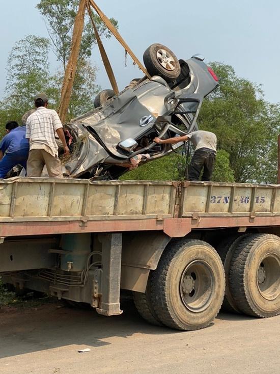 Xe hổ vồ va chạm kinh hoàng với ô tô bán tải, 3 người thoát chết thần kì - Ảnh 5