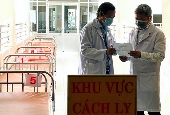 Bệnh nhân số 32 nhiễm Covid-19 bay bằng chuyên cơ riêng về nước có kết quả âm tính lần 1 - Ảnh 1