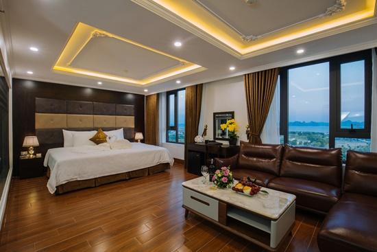 Bên trong khách sạn 4 sao ở Hạ Long cách ly miễn phí, có suất cơm sang chảnh - Ảnh 2