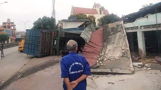 Container đậm sập 3 nhà dân lúc rạng sáng, cả gia đình ôm nhau bỏ chạy - Ảnh 4