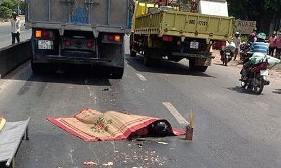 Tin tai nạn giao thông mới nhất ngày 3/3/2020: Xót xa nam sinh tử vong sau khi va chạm với xe tải - Ảnh 1