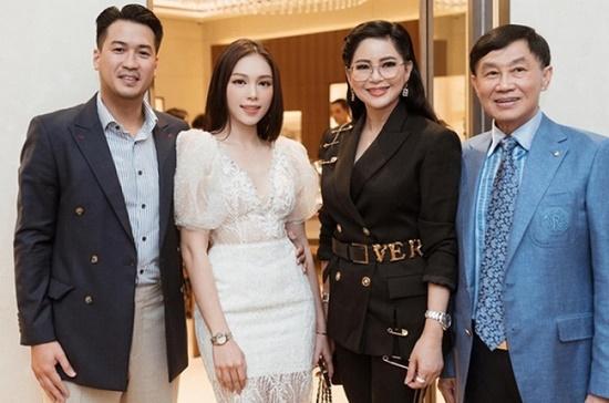 Linh Rin bất ngờ nhận được quà từ ông Johnathan Hạnh Nguyễn kèm theo lời nhắn - Ảnh 2