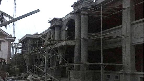 Hà Tĩnh: Sập mái công trình xây dựng ở UBND xã, 1 thợ xây tử vong thương tâm - Ảnh 1