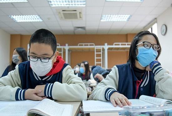Hà Nội có thể cho học sinh nghỉ học kéo dài thêm nếu dịch Covid-19 phức tạp - Ảnh 1