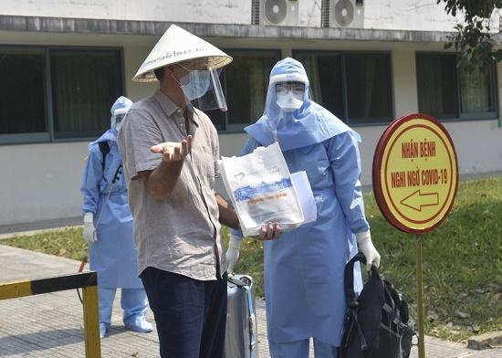 Bệnh nhân thứ 33 nhiễm Covid-19 được xuất viện - Ảnh 1