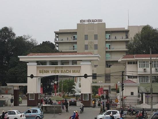 Bệnh viện Bạch Mai ra thông báo khẩn ngừng ra vào sau khi ghi nhận 8 ca nhiễm Covid-19 - Ảnh 1