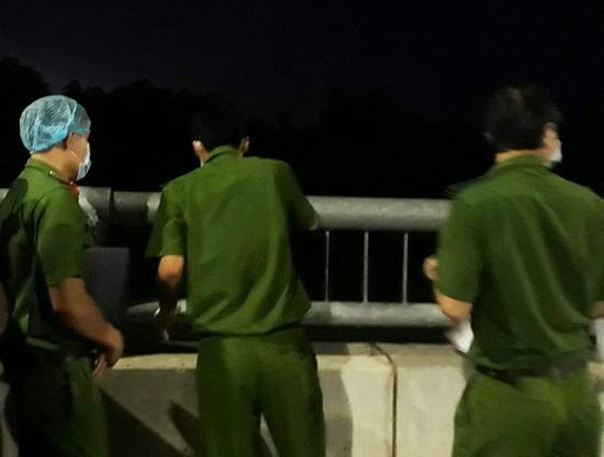 Đi tập thể dục, hốt hoảng phát hiện 2 người đàn ông tử vong dưới gầm cầu - Ảnh 1
