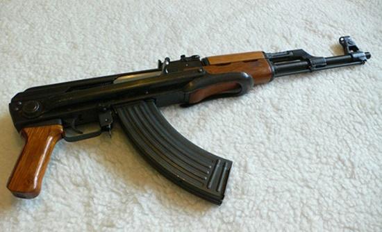 Làm rõ vụ thanh niên vác súng AK giải quyết mâu thuẫn, súng cướp cò khiến người đi cùng bị thương - Ảnh 1