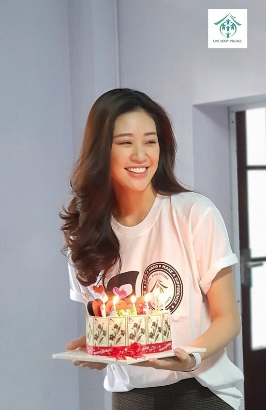 Hoa hậu Khánh Vân xúc động khi ghé thăm tổ chức One Body Village - Ảnh 2