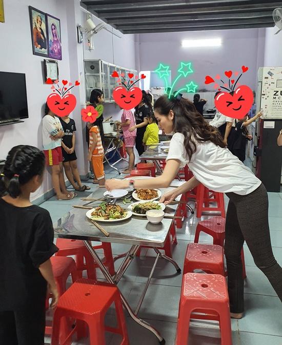 Hoa hậu Khánh Vân xúc động khi ghé thăm tổ chức One Body Village - Ảnh 5