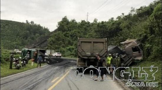 Tin tai nạn giao thông mới nhất ngày 15/42020: Container cán tử vong người đi xe máy - Ảnh 2