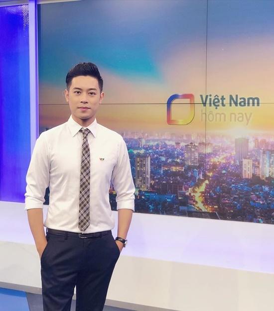 Xuýt xoa trước vẻ ngoài điển trai, lịch lãm của nam MC bản tin thời tiết VTC - Ảnh 2