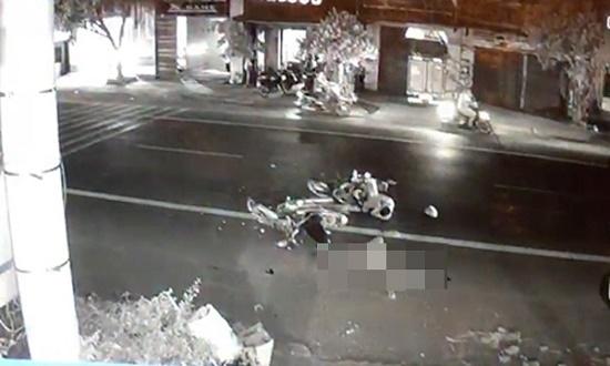 Hai xe máy va chạm kinh hoàng trong đêm, 1 người tử vong thương tâm - Ảnh 1