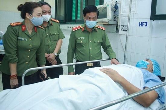 Hà Nội: Trung úy công an bị đối tượng vi phạm đâm xe vào người trọng thương - Ảnh 1