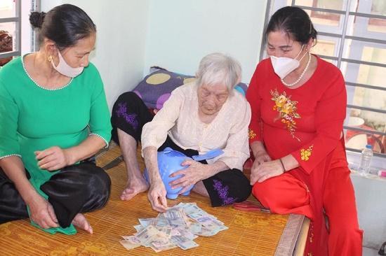 Thanh Hóa: Cụ bà 107 tuổi đập heo đất ủng hộ 10 triệu đồng cho quỹ phòng chống dịch - Ảnh 1
