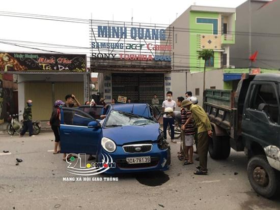 Nam Định: Ô tô va chạm kinh hoàng với xe ba bánh, 3 người bị thương - Ảnh 4