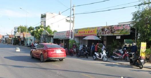 TP.HCM: Truy tìm hung thủ chém đứt lìa tay người đàn ông trên phố  - Ảnh 1
