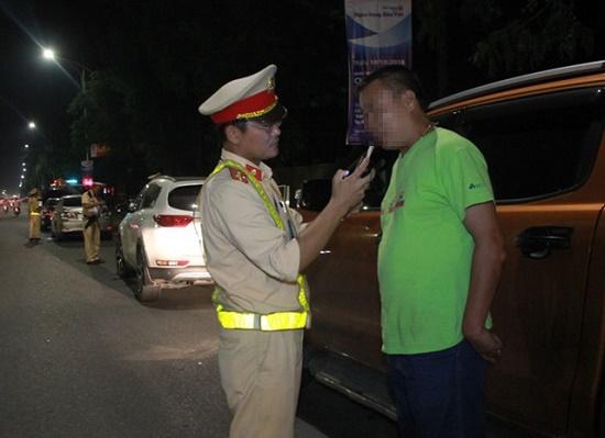 """Uống rượu rồi lái xe trái đường, thầy giáo ở Nghệ An bị công an """"tuýt còi"""" - Ảnh 1"""