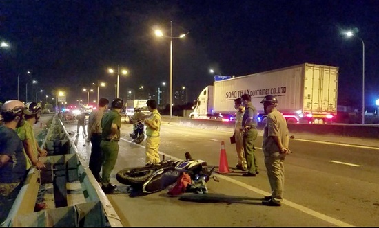 Xót xa đôi nam nữ tử vong sau tai nạn giao thông trên đường về quê nghỉ lễ - Ảnh 1