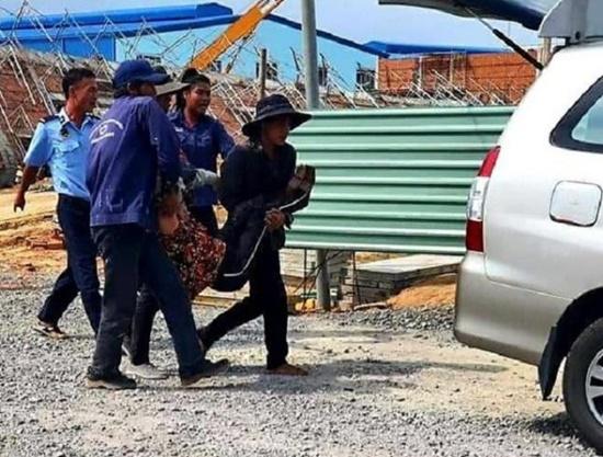 Hiện trường ngổn ngang sau vụ sập tường, ít nhất 10 người tử vong tại Đồng Nai - Ảnh 7
