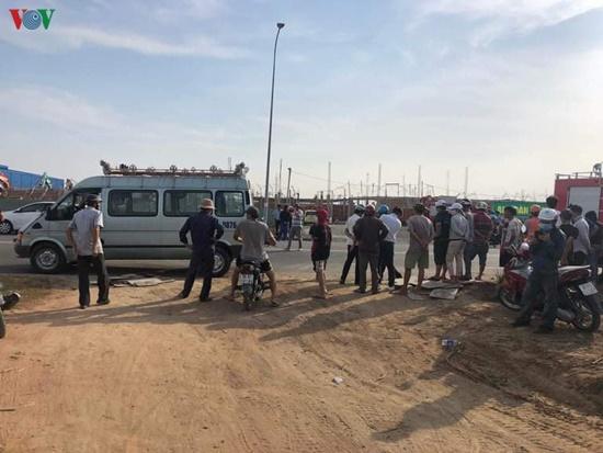 Hiện trường ngổn ngang sau vụ sập tường, ít nhất 10 người tử vong tại Đồng Nai - Ảnh 10