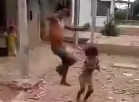 Vụ bố bạo hành con gái 6 tuổi dã man ở Sóc Trăng: Nghi phạm từng đánh cha mẹ, vợ - Ảnh 2
