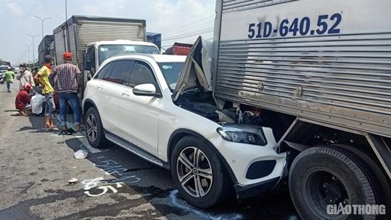 11 ô tô tông nhau liên hoàn tại quốc lộ 1A, 1 người bị thương, nhiều xe biến dạng - Ảnh 3